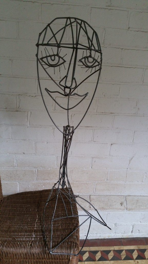 Wire head sculpture bimbo online